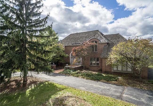 Aretha Franklin's Former Detroit Home Is Up For Sale $800K